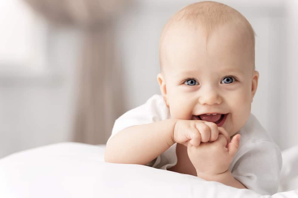 Sữa bột dành cho trẻ từ 0 – 6 tháng tuổi Aptamil Profutura Step 1 900g