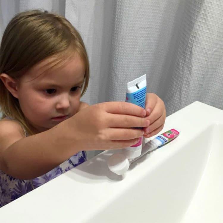 Kem đánh răng cho trẻ Orajel Training Toothpaste Paw Patrol 42.5g