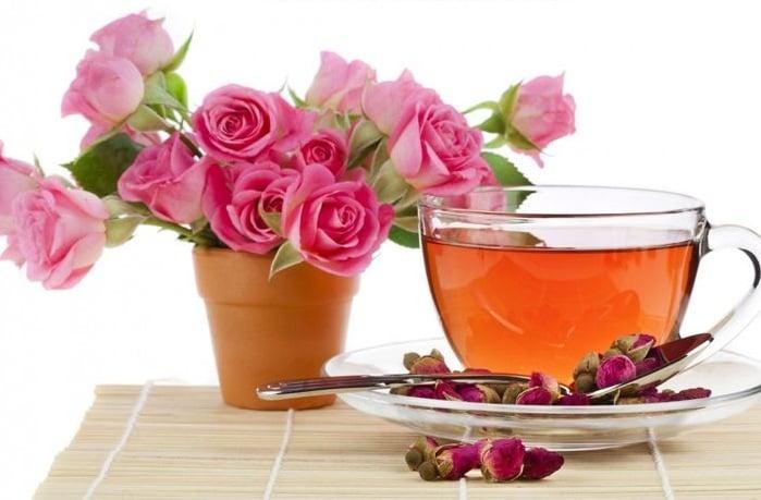 Nước uống hàm hương hoa hồng Premium Rose Water Nhật Bản 500ml